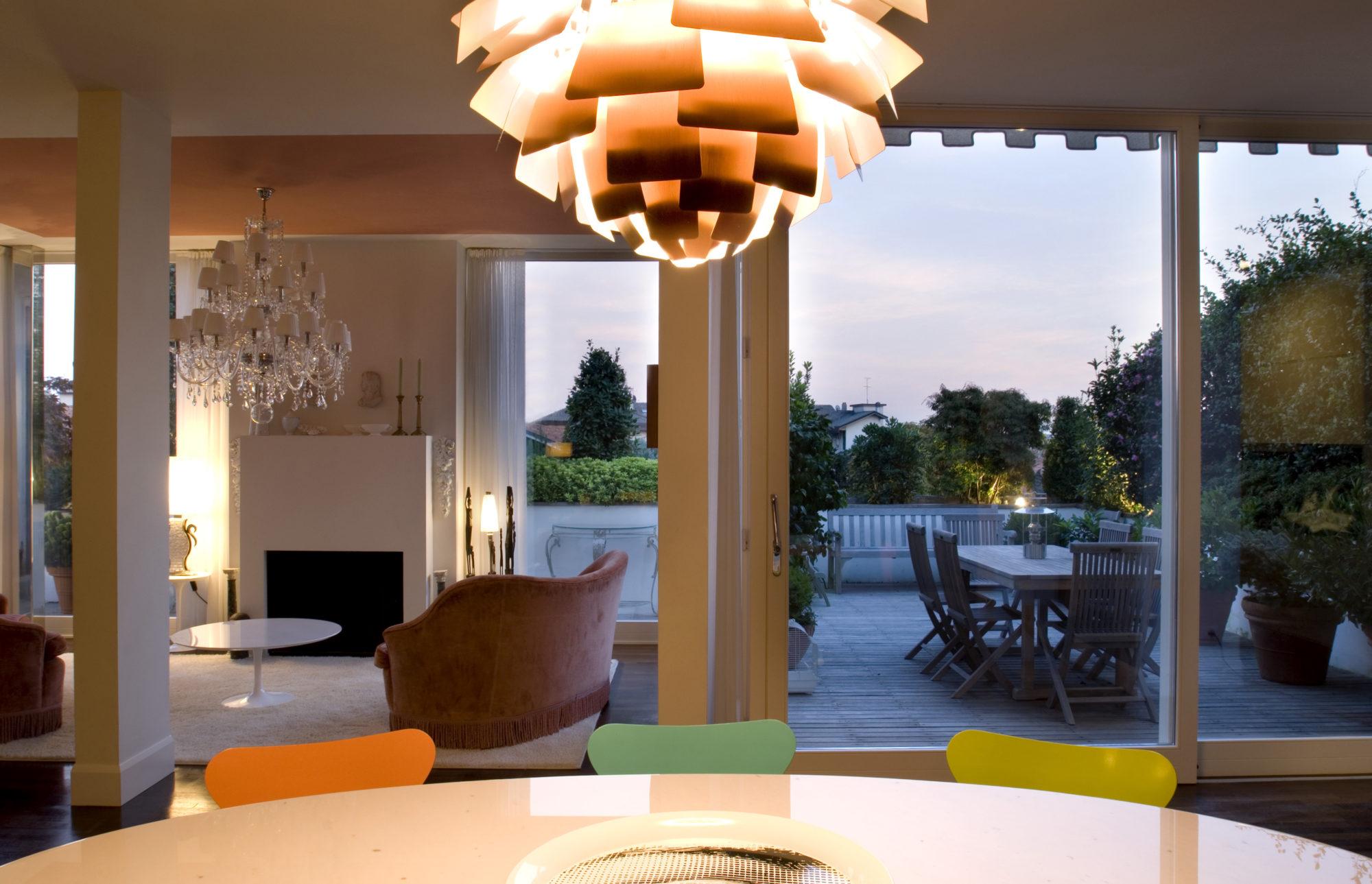 Casa dal bianco soggiorno e terrazza fotografo brescia for Arredamento casa brescia