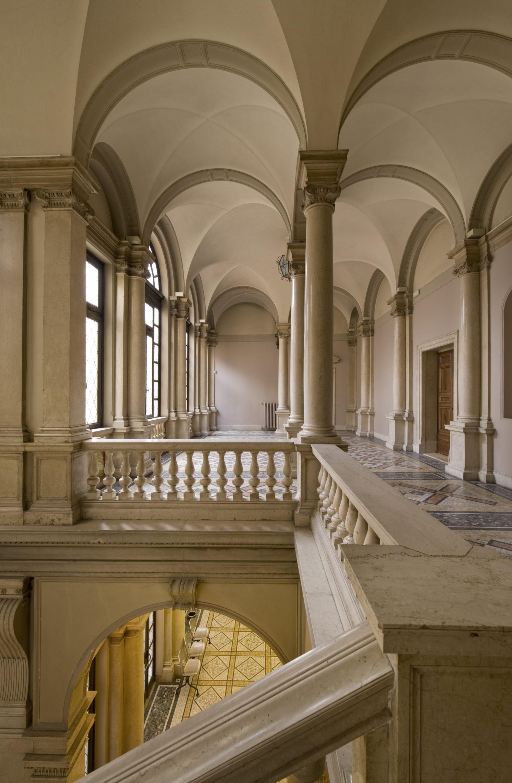 Architetto egidio dabbeni casa della mercanzia for Architetto brescia
