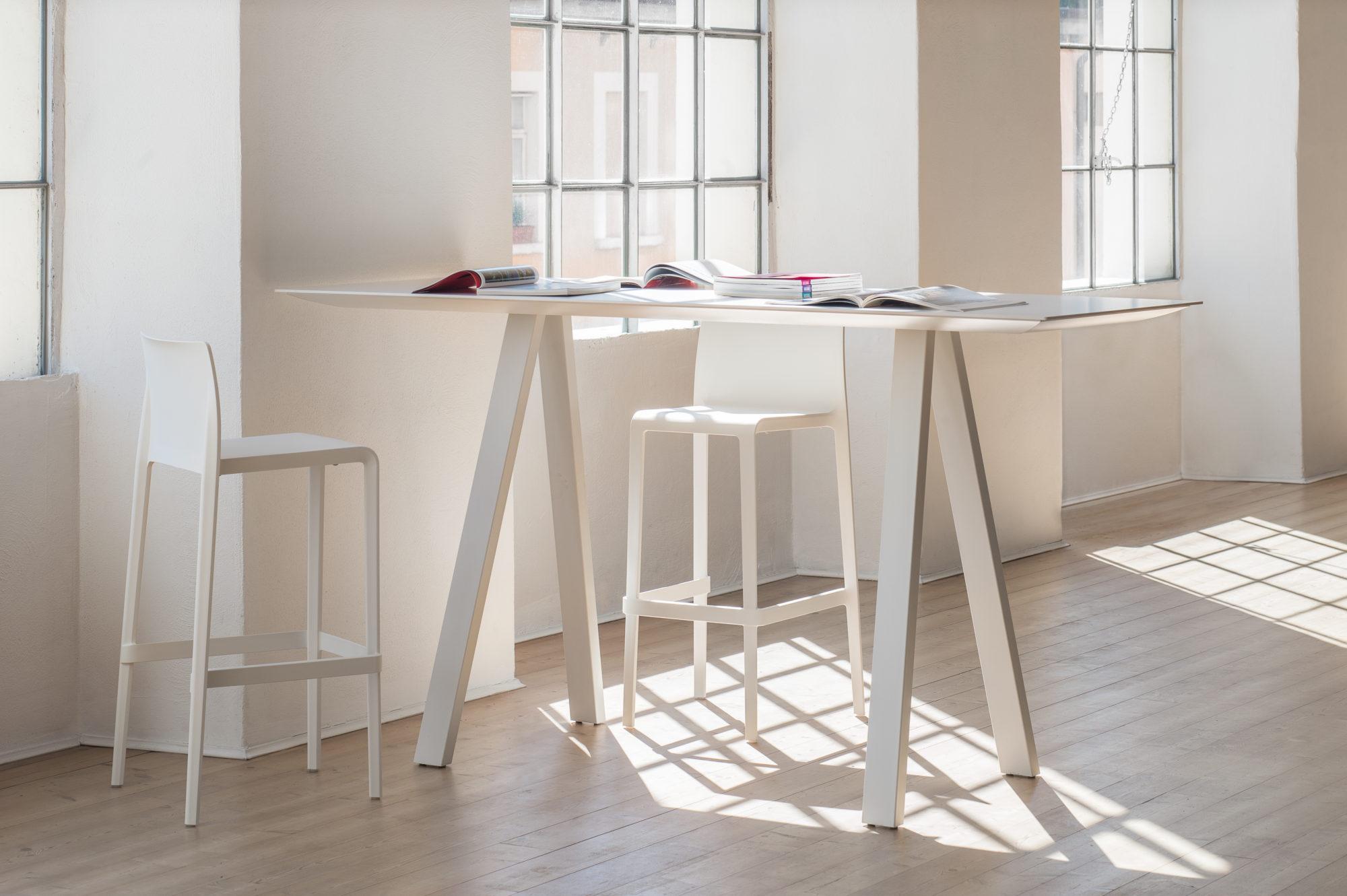 Sgabello volt e tavolo arki table fotografo brescia ottavio tomasini