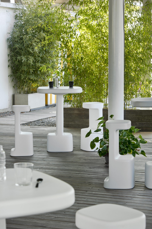 Sgabello e tavolo serif fotografo brescia ottavio tomasini for Pedrali arredamento