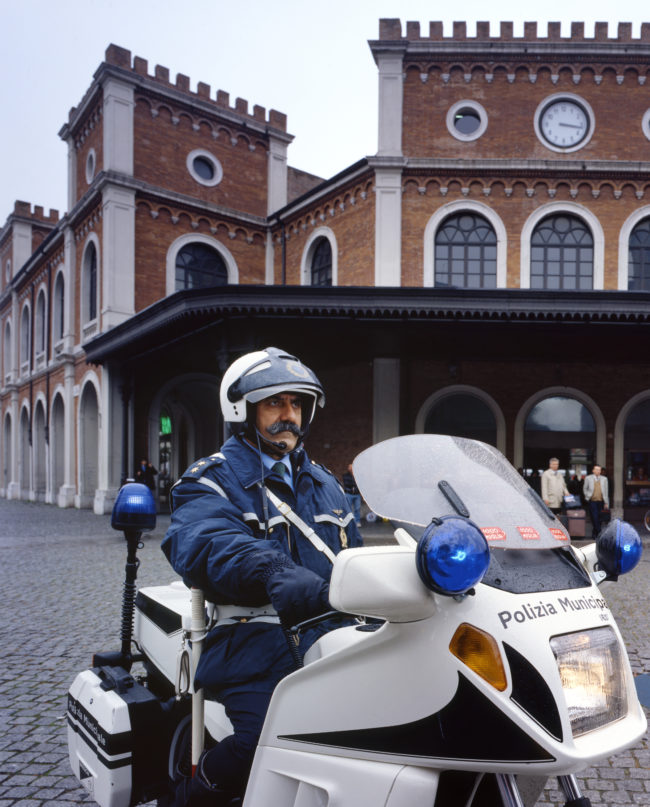 Calendario GdB: Poliziotto in moto
